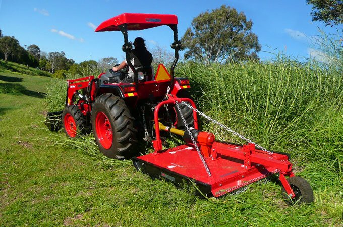 The heavy duty slasher can also tidy up along fencelines, wall edges and roadsides and is good for creating firebreaks.