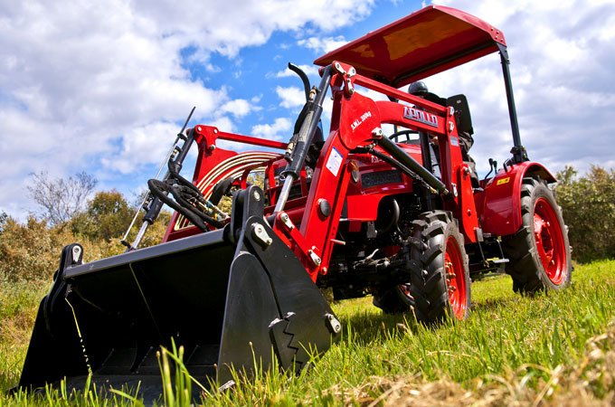The APOLLO 254 25HP comes standard with a 4-in-1 loader.
