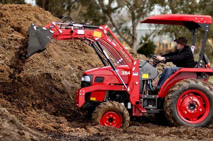 The APOLLO 354 is suitable for a variety of landscaping and property maintenance tasks.