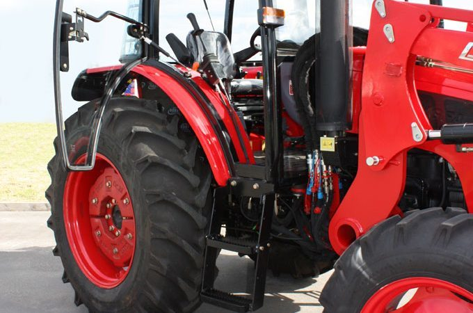 APOLLO tractors are designed for everyday use, such as feeding out silage and hay.