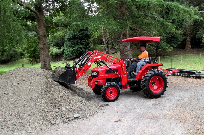 SOTA Tractors customer uses his APOLLO 454 for a construction project.