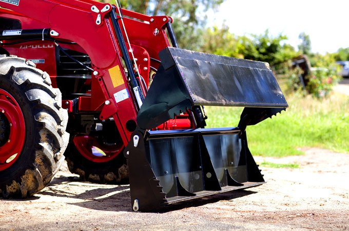 The X20 loader is a quick release loader - simply pull the pins and plugs to detach it from the tractor.
