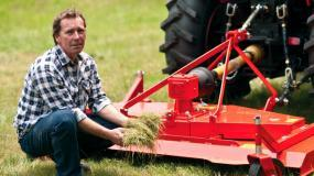 The Del Morino finishing mower is ideal for farm maintenance, golf courses, athletic fields and farm maintenance.