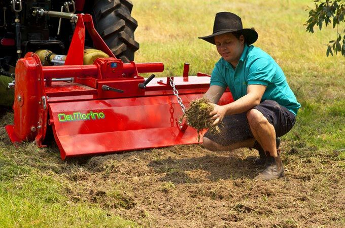 Specially designed hoes ensure deep and uniform tilling, down to 6-7 inches (15-17cm).