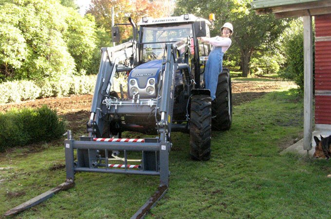 Farmtrac 690DT 90hp with Pallet Forks – Tasmania 2017