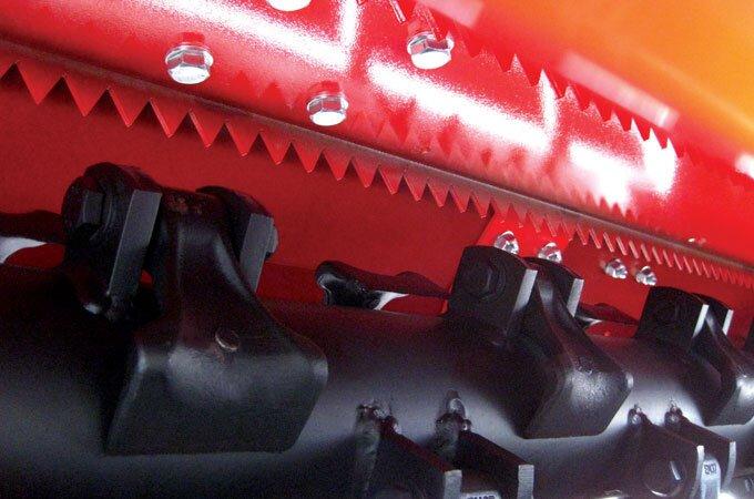Dual mulching (shredding) blade.