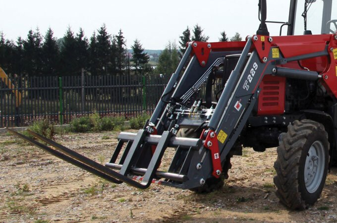 Slide the pallet fork into the middle of the attachment, for more versatility.