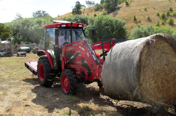 APOLLO 554, 55hp 4WD - suitable for lifting round bales.
