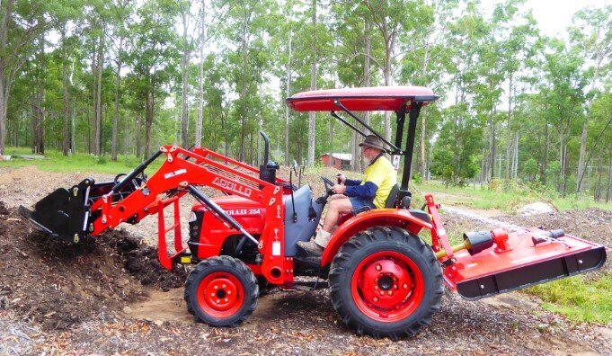 Stephen Baguley using his APOLLO 254 tractor and 4-in-1 loader