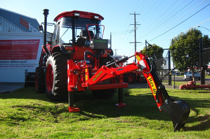 Del Morino RES40 backhoe, fitted to an APOLLO 854 tractor.